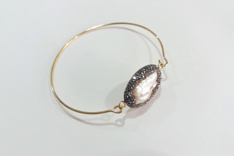 Pulsera de acero inoxidable dorada  - Broche de hematite y perla