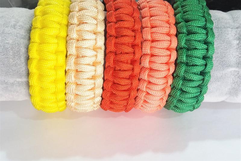 Pulsera de nudo plano  - Varios colores  Broche de plástico