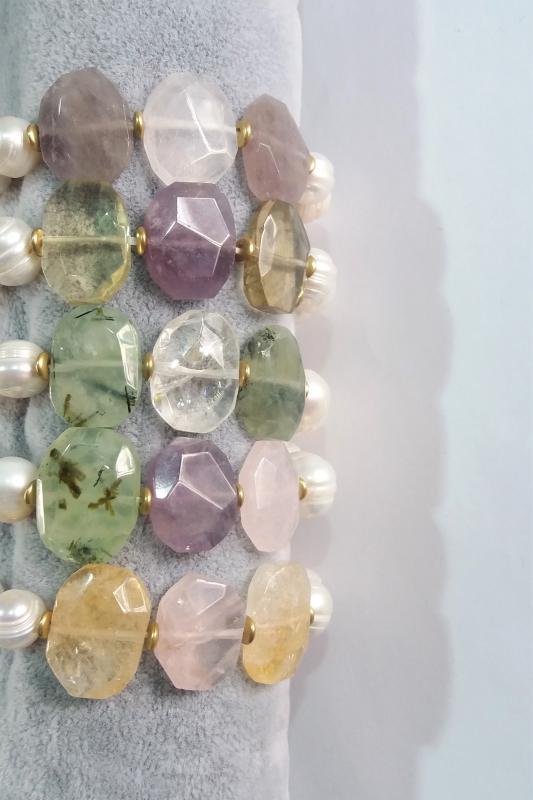 Pulsera elástica de perlas y cuarzo  -