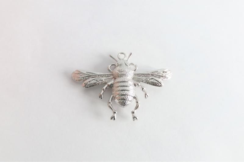 Fornitura de latón abeja grande