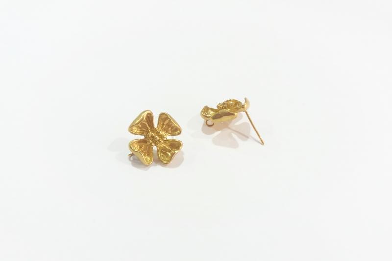 Fornitura de latón flor doblada - 15 mm x 16 mm
