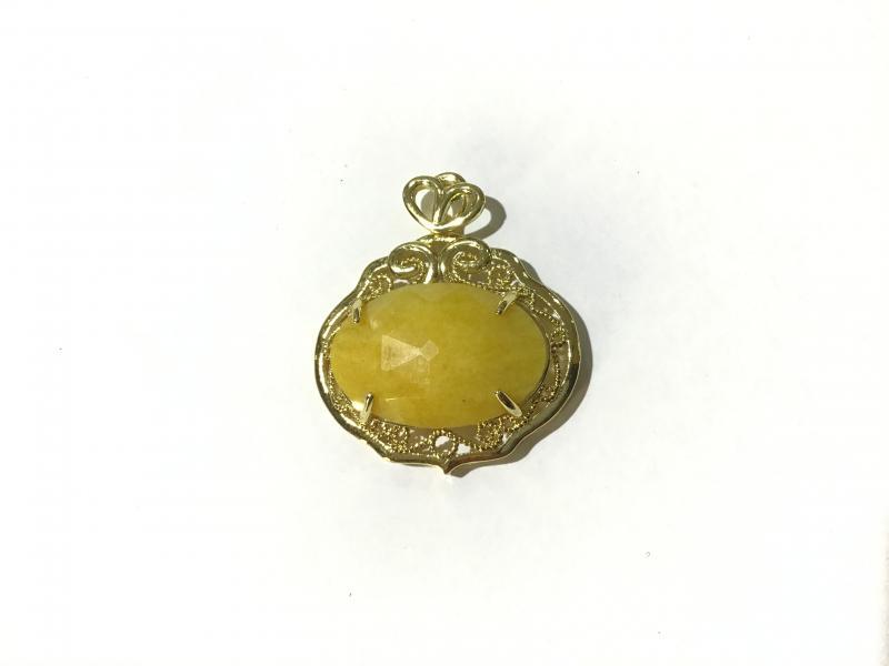 Colgante de Jade con borde baño de oro18k