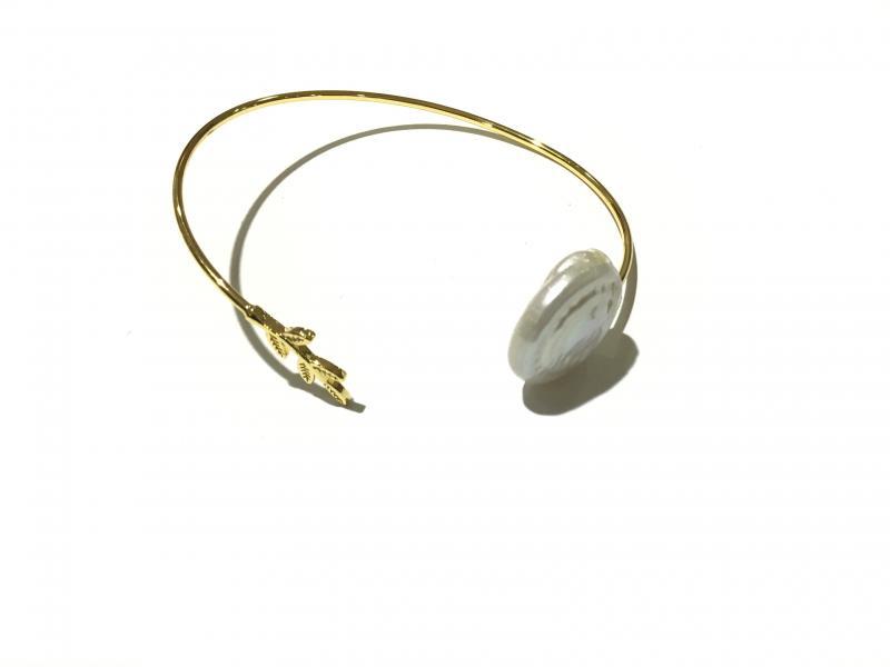 pulsera de laton con perla natural y bano de oro