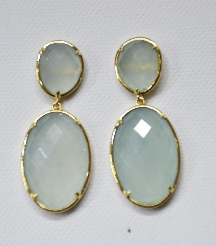 0c61b3fb083e PENDIENTES DE JADE VERDE AGUA CON DORADO - Pendientes de 2 piezas hechos  con piedra jade