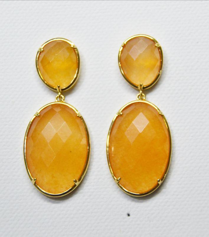 a30642e87f84 PENDIENTES DE JADE NARANJA CON DORADO - Pendientes de 2 piezas hechos con piedra  jade teñida